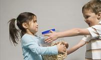 """小孩子闹""""矛盾""""家长应该怎么办?"""