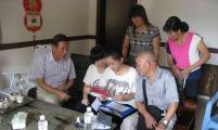 福建省泉州市计生协会领导走访今年参加高考的二女户女儿