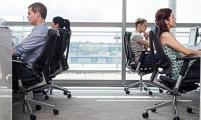 上班族注意:这些坏习惯正伤害着你的脊椎
