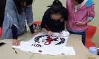 杭州师范大学青春健康志愿者协会举办手绘T恤活动