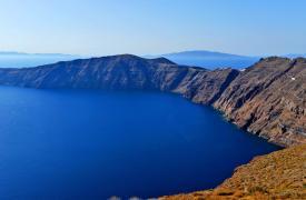 圣托里尼:海面上醉人的那抹蓝