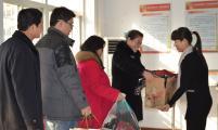 邢台市计生协党员志愿者开展捐献衣物活动