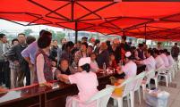 泾县黄村镇威廉希尔登录协助力义诊活动 为老年人送健康