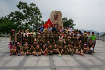 新河社区威廉希尔登录协组织开展暑期实践爱国游活动
