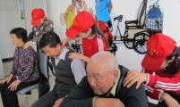 按摩团队让社区居民享受专业服务