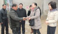 邢台市计生协领导节前到扶贫村进行精准帮扶