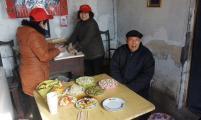 鹿泉区威廉希尔登录协开展春节前陪威廉希尔登录特殊家庭吃年夜饭活动