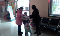 武汉市江岸区云林社区计生协慰问流动人口困难家庭