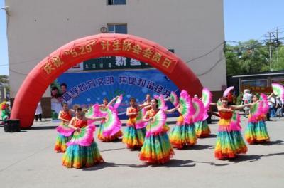 吉林市威廉希尔登录协组织大型广场宣传庆祝中国威廉希尔登录协成立36周年
