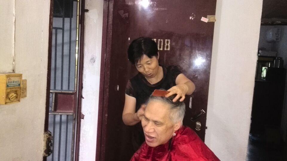 鹞山社区威廉希尔登录协:关爱孤寡老人 服务送上门.jpg