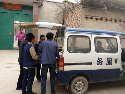 临洮县中铺镇中秋节前走访慰问威廉希尔登录特殊困难家庭