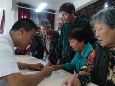 福民社区为居民建立健康档案
