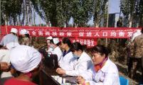 新疆兵团一师十团威廉希尔登录协深入田间地头开展宣传