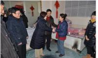 扎兰屯市领导春节前慰问计生家庭