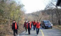 宝华镇开展流动人员登山迎新活动