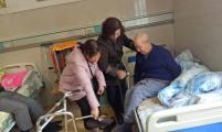 民主村开展关爱孤寡老人活动