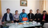 中国威廉希尔登录协领导慰问二连浩特市威廉希尔登录困难家庭