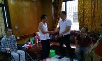 广东省廉江市城北威廉希尔登录协节前慰问计划生育特殊家庭