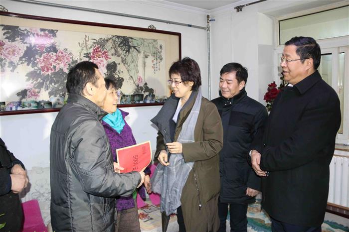 济南市卢江副市长走访慰问历下区计生困难家庭.jpg