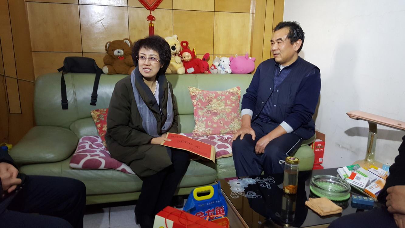 济南市卢江副市长走访慰问历下区计生困难家庭2.jpg