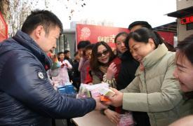 """江汉区举办""""幸福计生·暖冬行动"""" 关爱流动人口服务活动"""