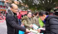 梁平区威廉希尔登录协开展法律法规政策宣传进社区活动