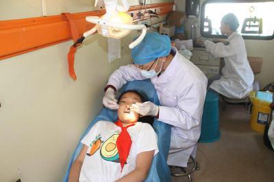 口腔义诊进校园 牙齿健康送身边