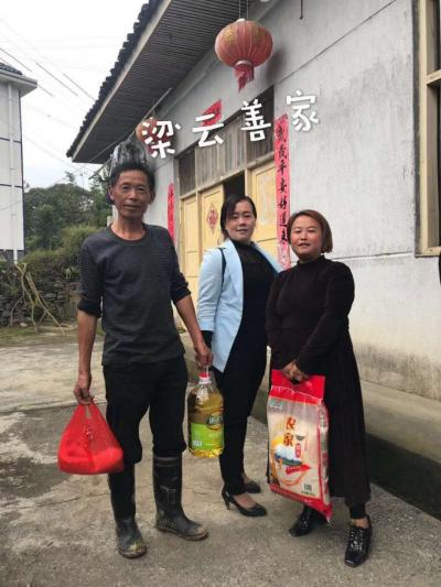 湖南省吉首市补戈村威廉希尔登录协重阳佳节慰问留守老人