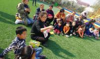 安徽省阜阳市文峰街道威廉希尔登录协志愿者为留守儿童讲故事