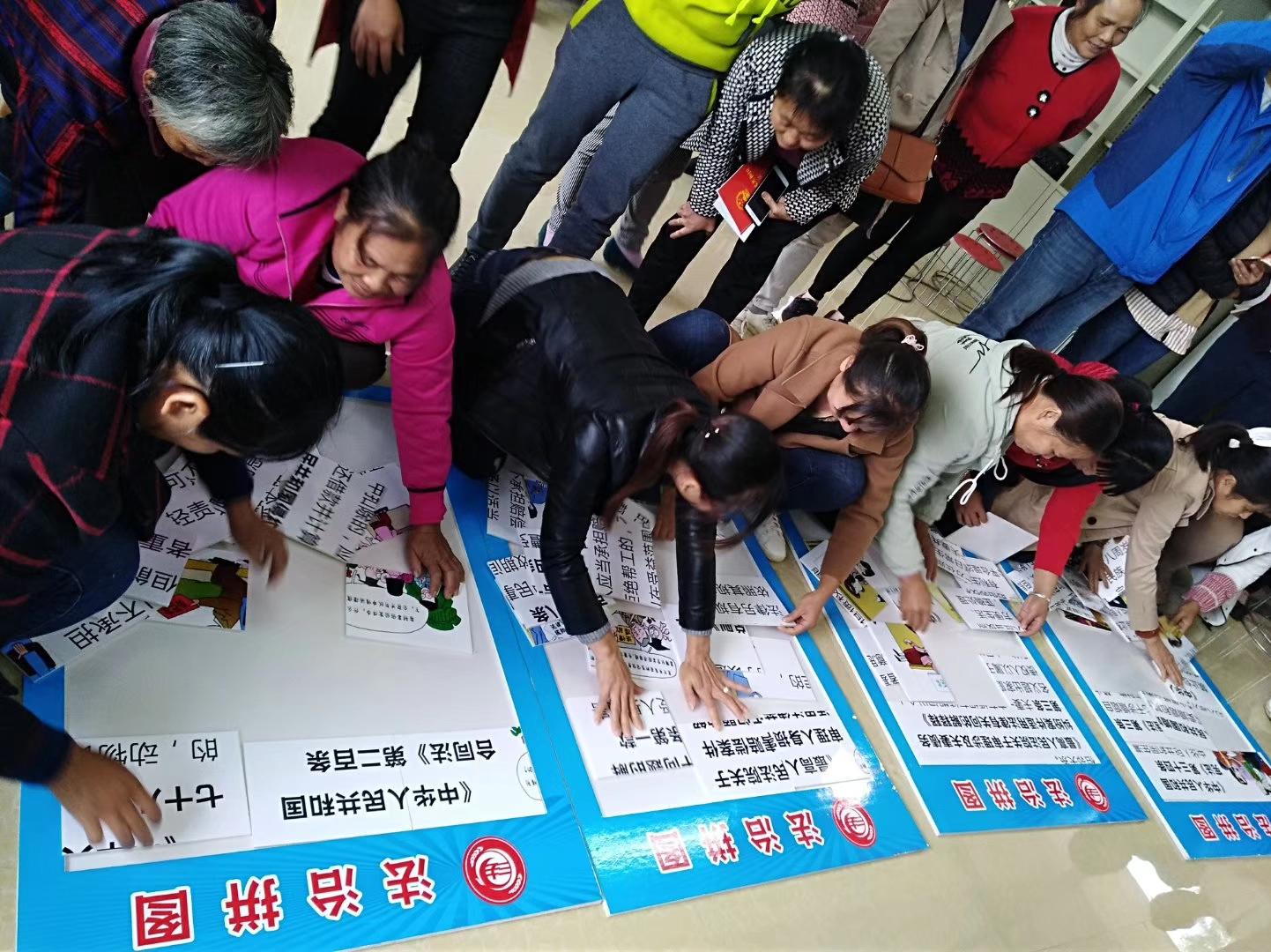 """广西荔浦县双江镇计生协司法局联合举行""""送法下乡""""活动"""