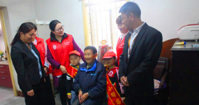 安徽省合肥市汉嘉社区计生协为孤寡老人送去冬天的温暖