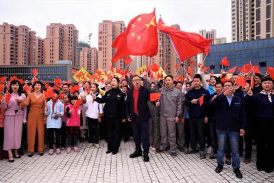 福建省邵武市威廉希尔登录协举办喜迎建国70周年红歌快闪活动
