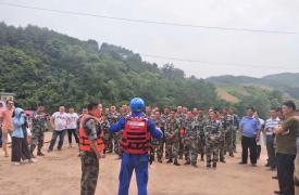 广西壮族自治区荔浦市双江镇计生协组织会员群众参加水上应急救援演练
