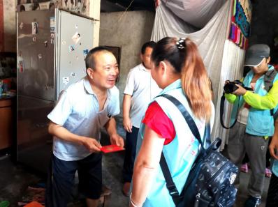 湖南省湘西州威廉希尔登录协携手社会组织为贫困学子送关爱