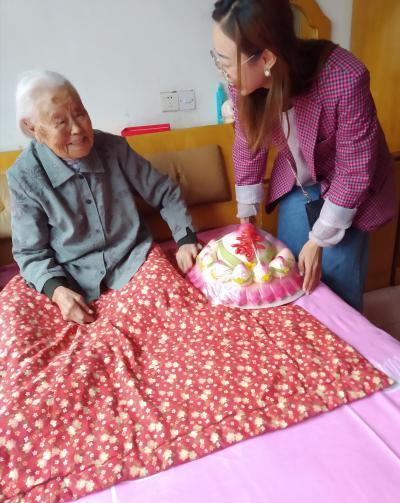 与祖国同庆 献礼百岁老人