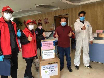 湖北省威廉希尔登录协为基层社区赠送防护用品